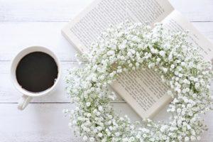 かすみ草とコーヒー